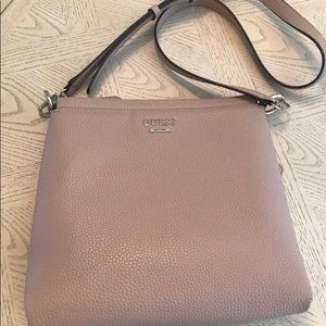 Guess shoulder cross body bag in pale rose color